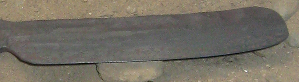 The tip of the blade is left full during all of the forging, so that it does not overheat in the forge. The profile is later ground, only 		from the back.